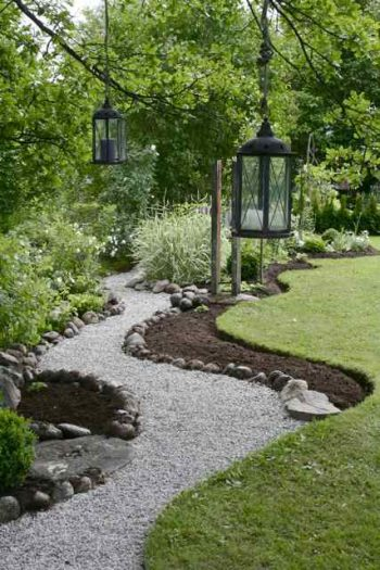 10 Garden Pathway Ideas for Your Yard